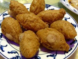 Xiao Xiang: Wu Gok (Taro-Kroketten gefüllt mit Schweinefleisch und Sauce)
