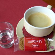 Obstwasser und Espresso (Foto: Peter Jebsen / alle Rechte vorbehalten)