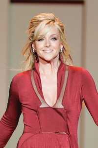 Jane Krakowski (Photo: The Heart Truth. This file is licensed under the Creative Commons Attribution-Share Alike 2.0 Generic license.)