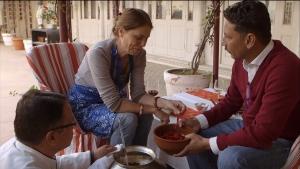 """Screenshot """"Die kulinarischen Abenteuer der Sarah Wiener in Asien"""" (© zero one film, ARTE G.E.I.E., ORF)"""