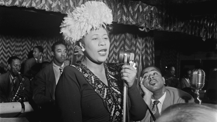 Portrait of Ella Fitzgerald, Dizzy Gillespie, Ray Brown, Milt (Milton) Jackson, and Timmie Rosenkrantz, Downbeat, New York, N.Y., ca. Sept. 1947 (Photo: William P. Gottlieb / Public Domain / Source: https://www.loc.gov/item/gottlieb.02851/)